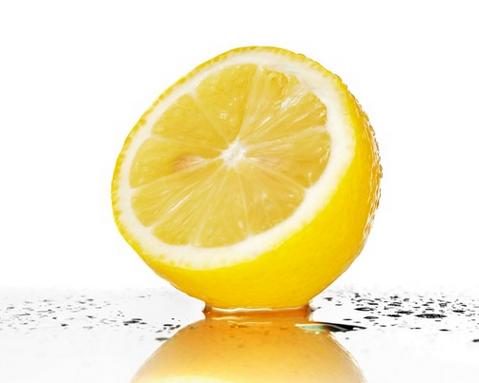 عصير الليمون لتفتييح و تبييض البشرة