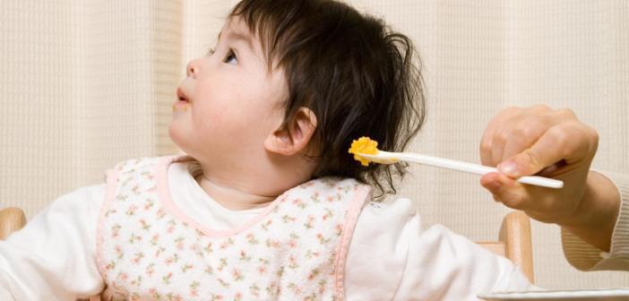 نصائح تفعلينها إذا رفض طفلك تناول طعامه