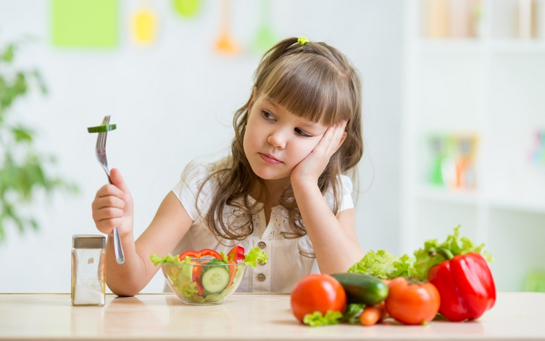 10نصائح فعالة لكل أم في حال رفض طفلها تناول طعامه