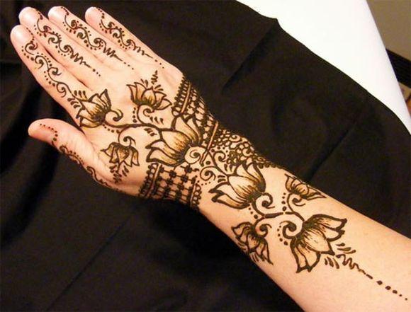 نقشة الزهور الرائعة من نقوش حناء اليد