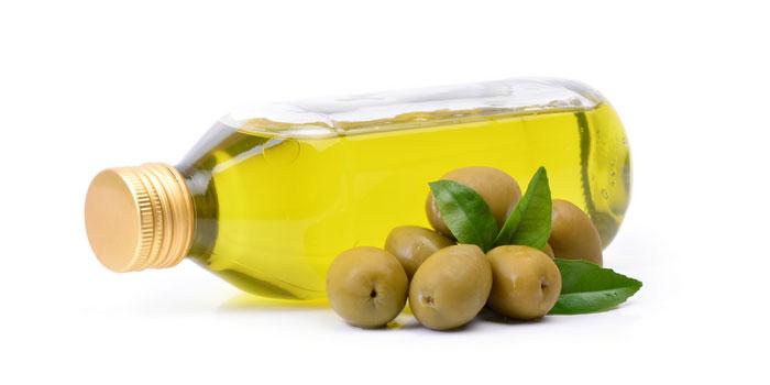 استخدام زيت الزيتون لعلاج قشرة الرأس