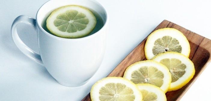 حقيقة شرب الماء الدافئ و الليمون لإنقاص الوزن