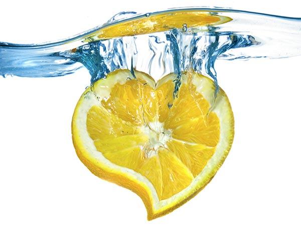 أفضل الفوائد الصحية للماء الدافئ و الليمون